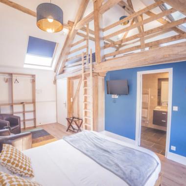 Chambre moderne et bleue la Berrichonne